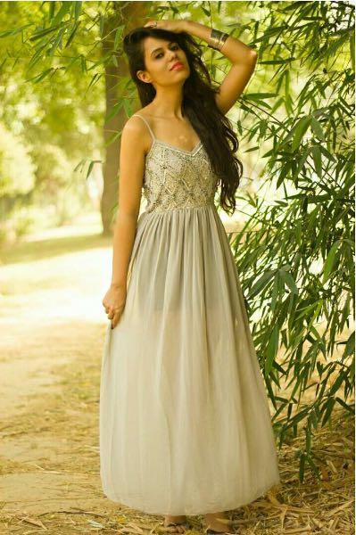 I'm looking for a similar creamish maxi with exact design - SeenIt
