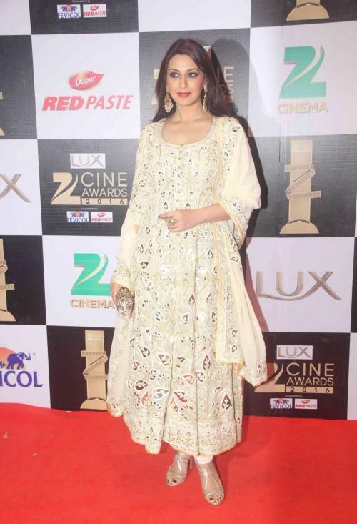 Sonali in atraditional look in this white Abu Jani Sandeep Khosla anarkali. Simple yet Classy! - SeenIt