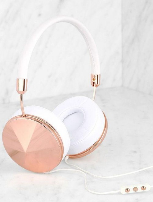similar gold metallic headphone - SeenIt