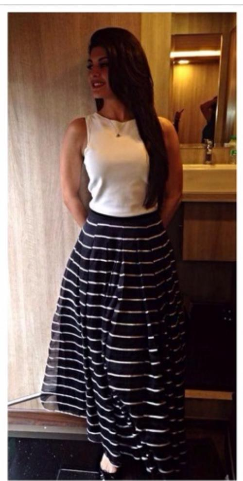 8c8e678209 Help me recreate Jacqueline s look. the striped maxi skirt with a