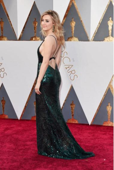 You know a Calvin Klien dress when you see one.Saoirse Ronan at the Oscars! - SeenIt