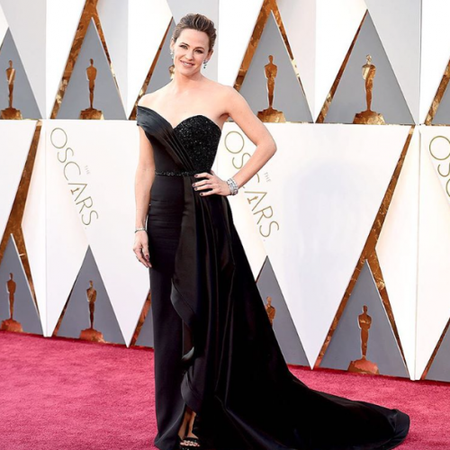 Oh Jennifer Garner did get everyone's attention wearing Atelier Versace at the Oscars! - SeenIt