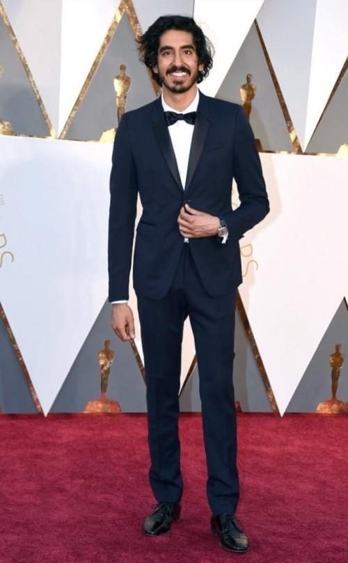 Spotted Dev Pattel at the Oscar's red carpet. He sure looks Handsome..right girls?? - SeenIt