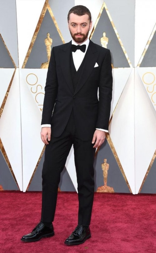Sam Smith in Dunhill at the Oscars red carpet. - SeenIt