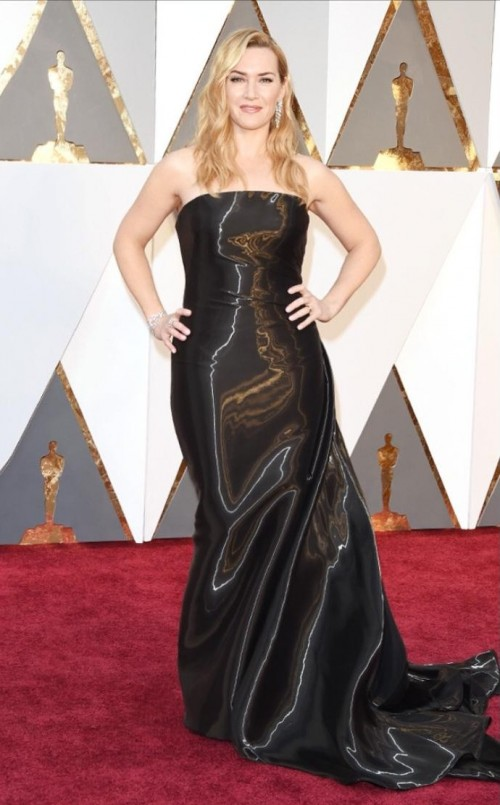 Kate Winslet in a Ralph Lauren black shimmery gown was glowing & has never looked better eh?  - SeenIt