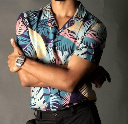 I'm looking for a similar tropical print shirt . - SeenIt