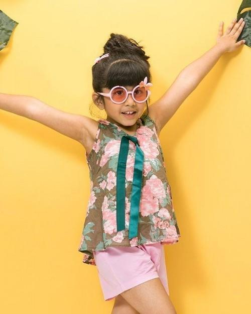 Similar floral top and pink shorts set - SeenIt