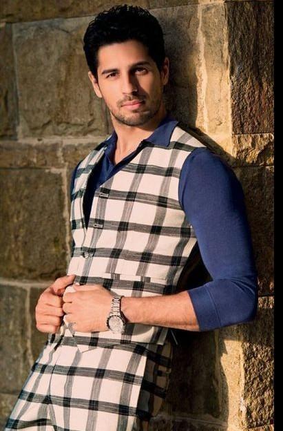 Sidharth Malhotra outfit - SeenIt