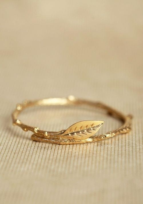Looking for this gold ring - SeenIt