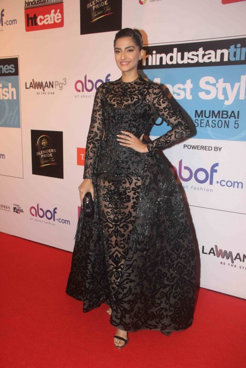 Sonam's outfit at the HT Style Awards 2016! Yay or Nay? - SeenIt
