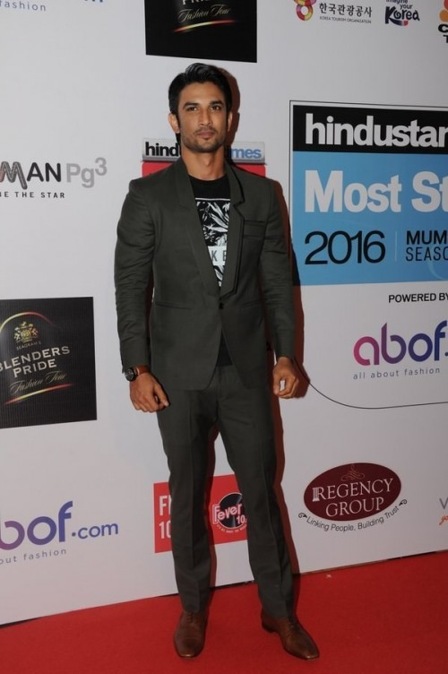 Sushant's outfit at the HT Style Awards 2016! Yay or Nay? - SeenIt