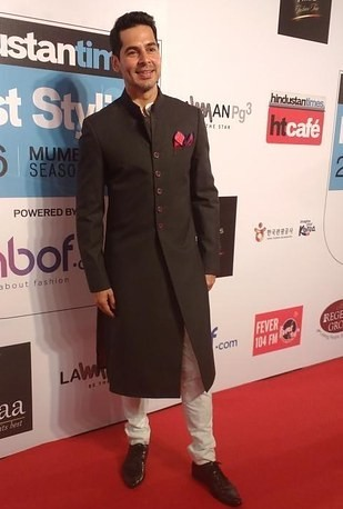 Dino Morea's outfit at the HT Style Awards 2016! Yay or Nay? - SeenIt