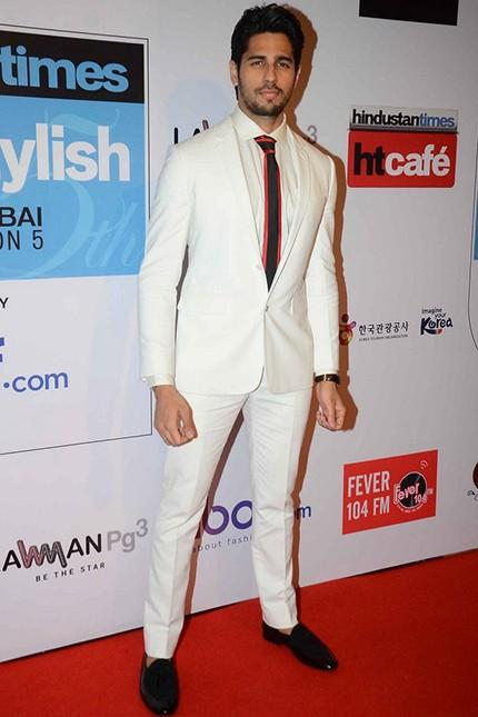 Siddharth's outfit at the HT Style Awards 2016! Yay or Nay? - SeenIt