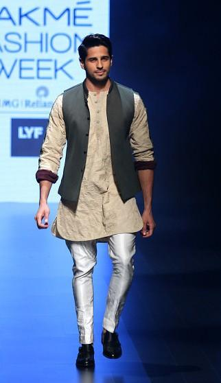 Sidharth nailed the perfect ethnic look in the Kunal Rawal attire. Do you agree? - SeenIt