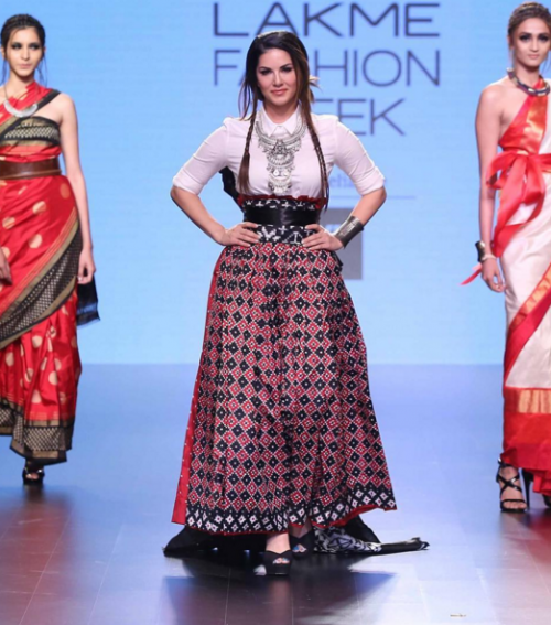 Sunny Leone looked incredibly smart walking the ramp for Agio. Yay or Nay? - SeenIt