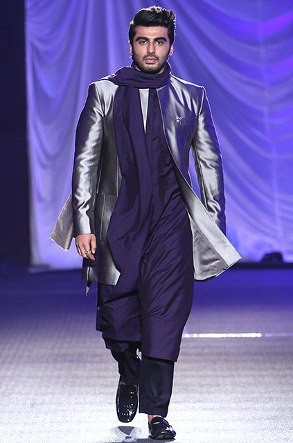 Arjun was the epitome of sexiness in the Manish Malhotra outfit. What say you? - SeenIt
