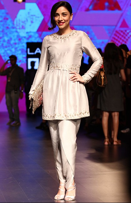Pretty Amrita looked glamorous in the white outfit. What say you? - SeenIt