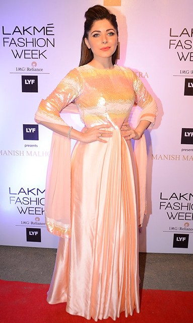 Kanika looked exquisite in the peach Manish Malhotra design. Do you agree? - SeenIt