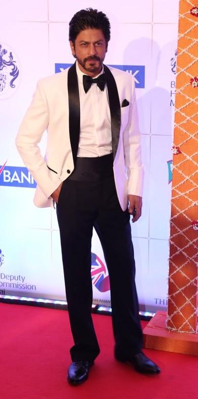 SRK at the Royal Gala Dinner. Yay or Nay? - SeenIt