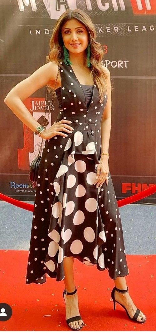 looking for the same dress which shilpa shetty is wearing - SeenIt