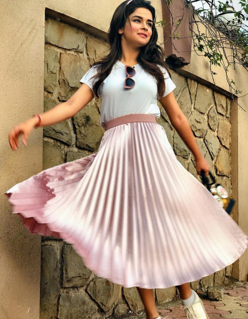 Same outfit with glasses which Avneet Kaur is wearing the white tshirt and pink pleated skirt - SeenIt
