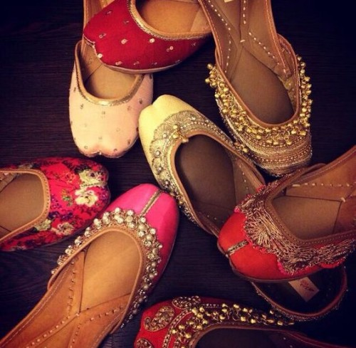 Looking for peppy traditional juttis!! - SeenIt