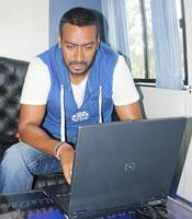 I am looking for same type of t-shirt which Ajay Devgan had weard in Golmal 3 movie - SeenIt