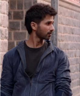 Looking for the jacket which Shahid Kapoor is wearing in the movie Kabir Singh - SeenIt