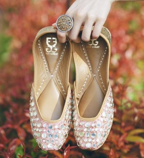 Searching for a similar pair for my sister's wedding. - SeenIt