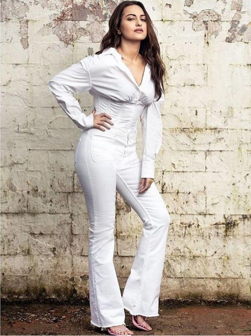 Want a similar pair of white boot leg denims like Sonakshi Sinha is seen wearing at the promotions of Missionmangal - SeenIt