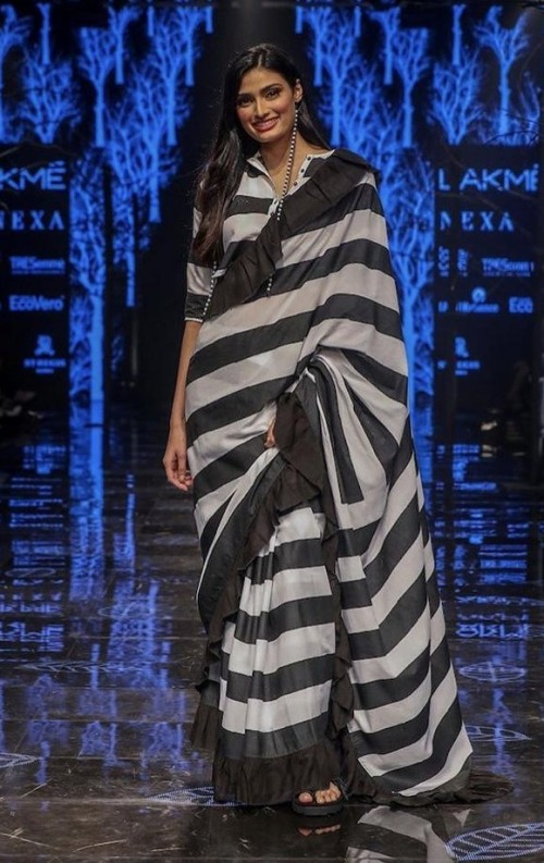 Yay or Nay? Athiya Shetty walks the ramp as a show stopper  during the Lakme fashion week 2019 - SeenIt