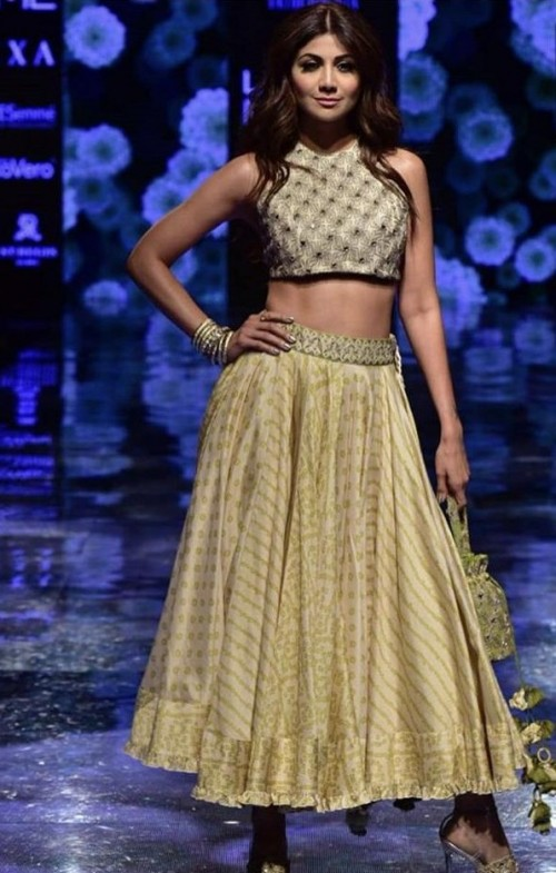Yay or Nay? Shilpa Shetty walks the ramp as a show stopper for Punit Balana at the Lakme fashion week 2019 - SeenIt