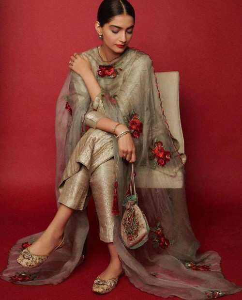 Help me find a similar potli online like Sonam Kapoor is wearing while promotion zoya factor - SeenIt