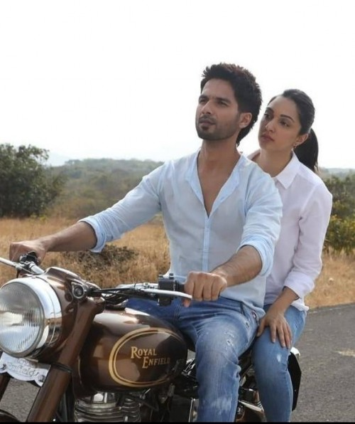 I am looking for the same jeans that shahid Kapoor wear - SeenIt