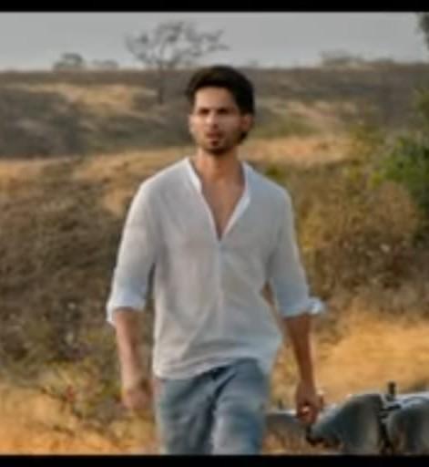 looking for this shirt/kurta.. shahid kapoor is wearing - SeenIt