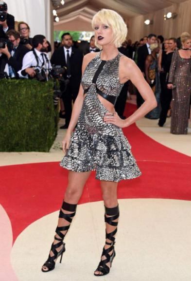 Bad chick Taylor Swift who was co-chair at the Met Gala 2016 wearing Louis Vuitton - SeenIt