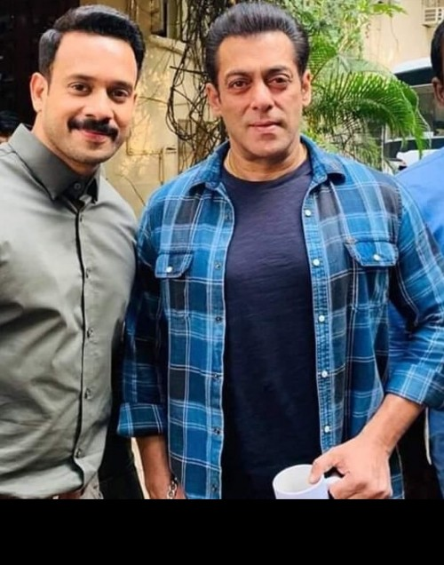 want the shirt which salman khan is wearing - SeenIt