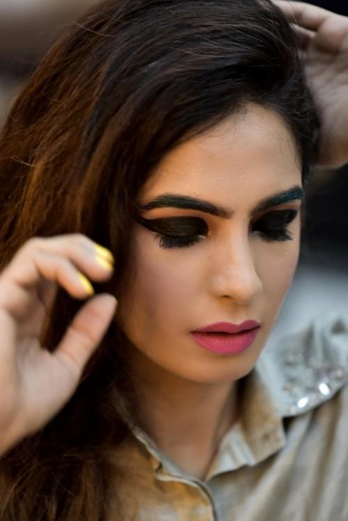 Yay or Nay ? How do you like these Fuchsia lips on LadyInRoseGold Fashion Blogger - SeenIt