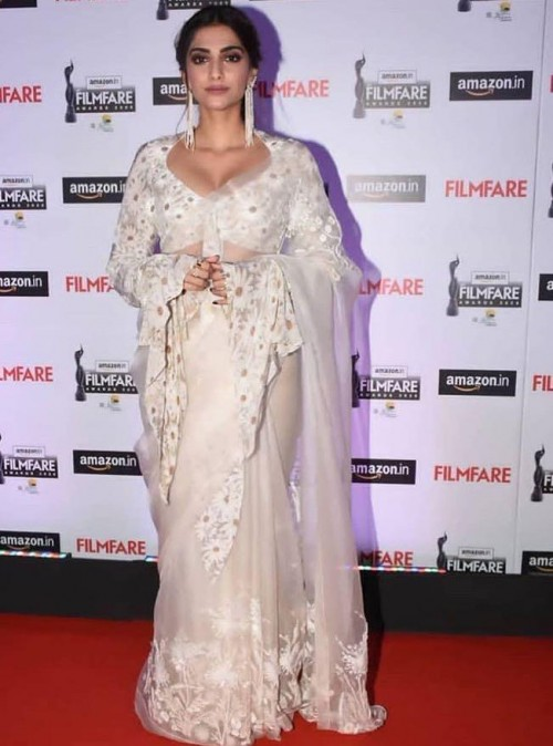 Yay or nay? Sonam Kapoor attends the Amazon Filmfare awards 2020 - SeenIt