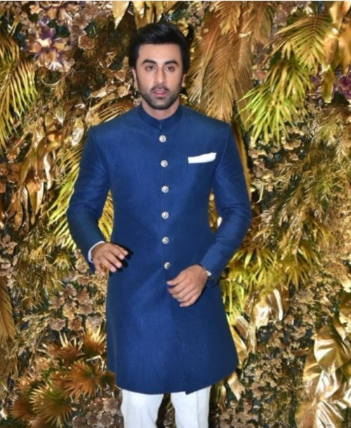 I'm looking for the similar outfit like ranbir kapoor is wearing - SeenIt