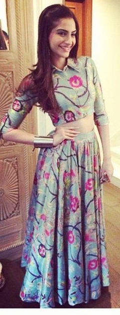 I'm looking for a similar outfit which sonam kapoor is wearing - SeenIt