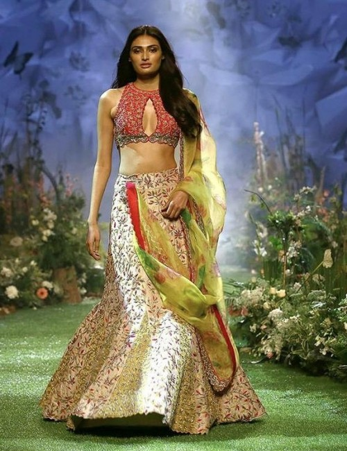 Yay or nay? Athiya Shetty walks the ramp as a show stopper for Mrunalini Rao  the Lakme fashion week summer resort 2020 - SeenIt