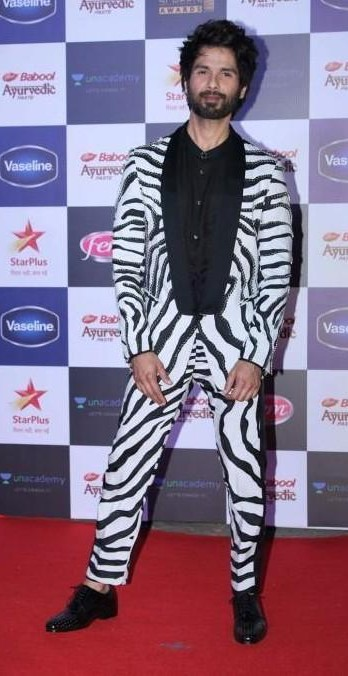 I'm looking similar outfit which shahid kapoor is wearing - SeenIt