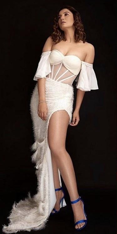 Yay or nay? Gauhar Khan attends the Zee cine awards 2020 held in Mumbai - SeenIt