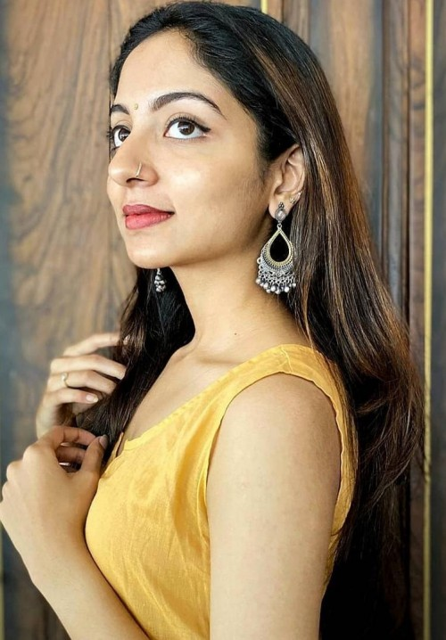 I'm looking for a similar earrings and kurti - SeenIt