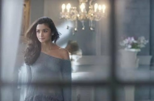 Where can I found the same top with different colour which alia bhatt is wearing in kapoor and sons - SeenIt
