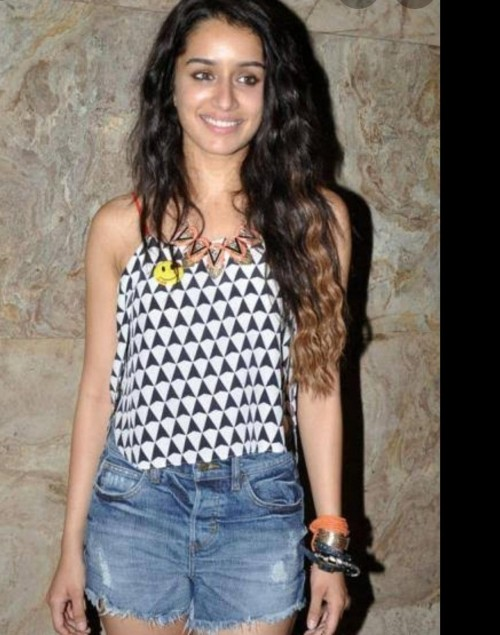 Looking for same diamond print crop vest and the neckpiece. Kindly let me know if you found any - SeenIt