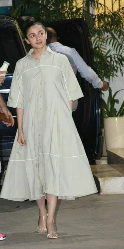 i am looking for the similar outfit of alia - SeenIt
