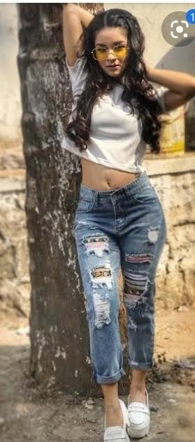 i am looking for this type of jeans which avneet kaur is wearing - SeenIt