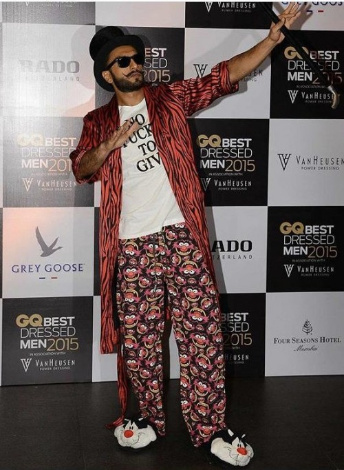 Yay or nay? Ranveer Singh spotted wearing a quirky pair of pyjamas and long shirt  attire - SeenIt